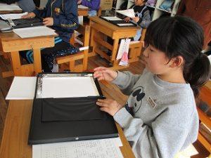 点字の教具で学びます
